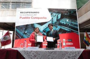 Ministra de Salud, Zulema Tomás, y el gobernador regional del Cusco, Jean Benavente, acuerdan culminación y equipamiento del hospital Antonio Lorena.