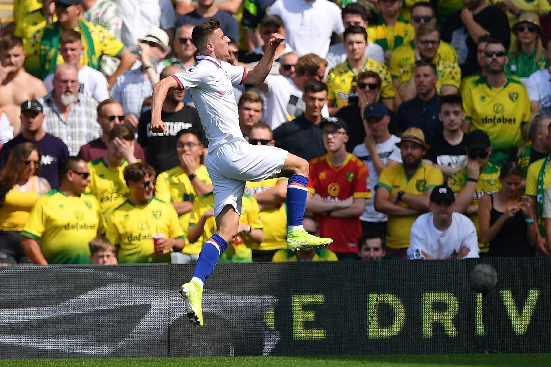 El mediocampista inglés del Chelsea, Mason Mount, celebra su segundo gol durante el partido de fútbol de la Premier League inglesa entre Norwich City y Chelsea. Foto: AFP