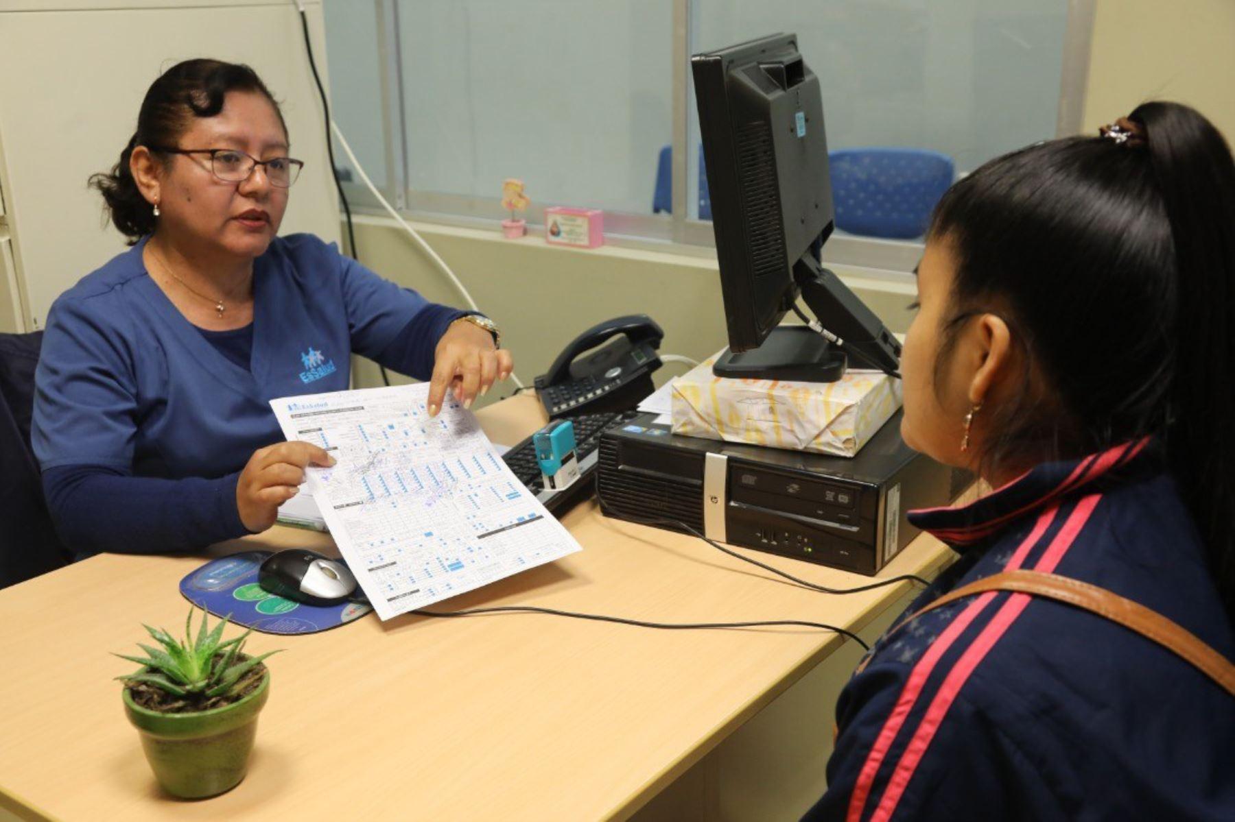 EsSalud implementa consultorios en regiones para atender casos de violencia familiar