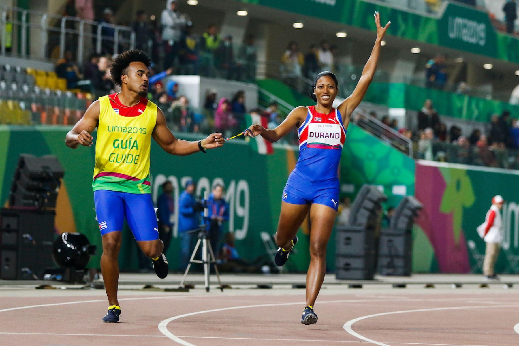 Omara Durand ganó la presea de oro en los 200 metros. Ahora va por los 400 metros