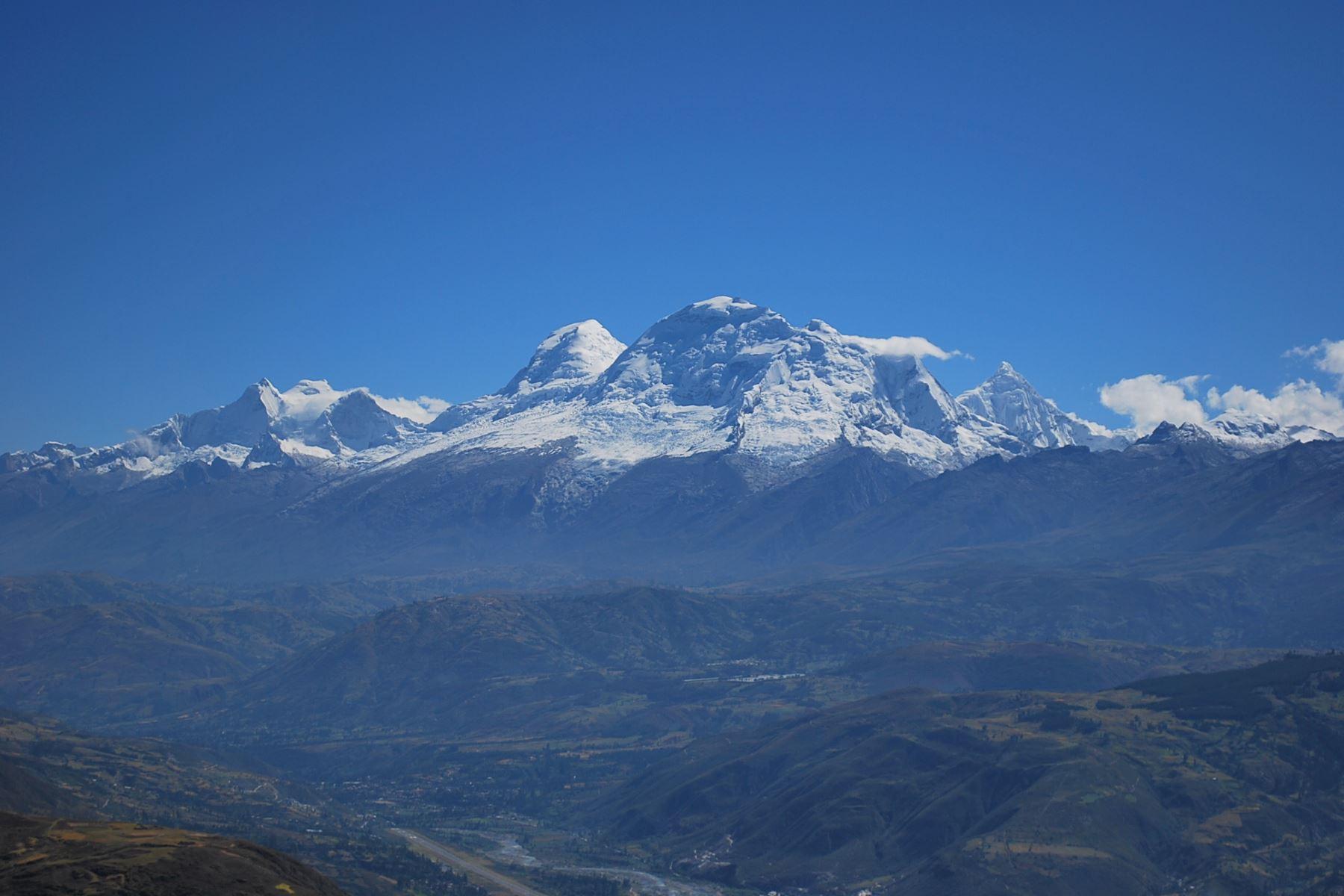 Los incendios forestales contribuyen al proceso de deglaciación de los glaciares, advirtió el Instituto Nacional de Investigación en Glaciares y Ecosistemas de Montaña.