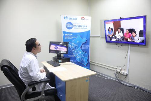 EsSalud Apurímac, en coordinación con el Centro Nacional de Telemedicina, brinda atención especializada, mediante el uso de modernas tecnologías, en beneficio de la población asegurada apurimeña.