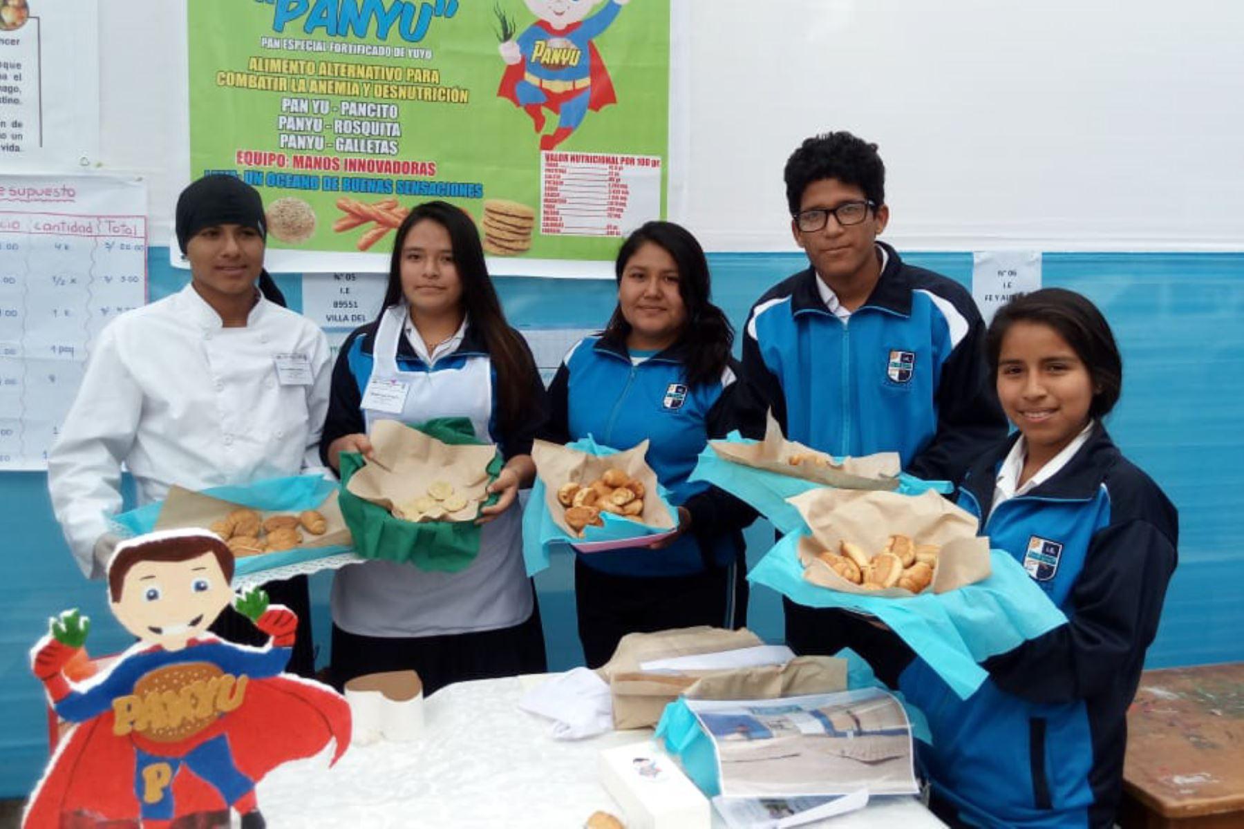 """Escolares de Nuevo Chimbote (Áncash) crearon el """"panyu"""", pan elaborado con yuyo, para combatir la anemia y desnustrición infantil. Foto: ANDINA/Gonalo Horna"""