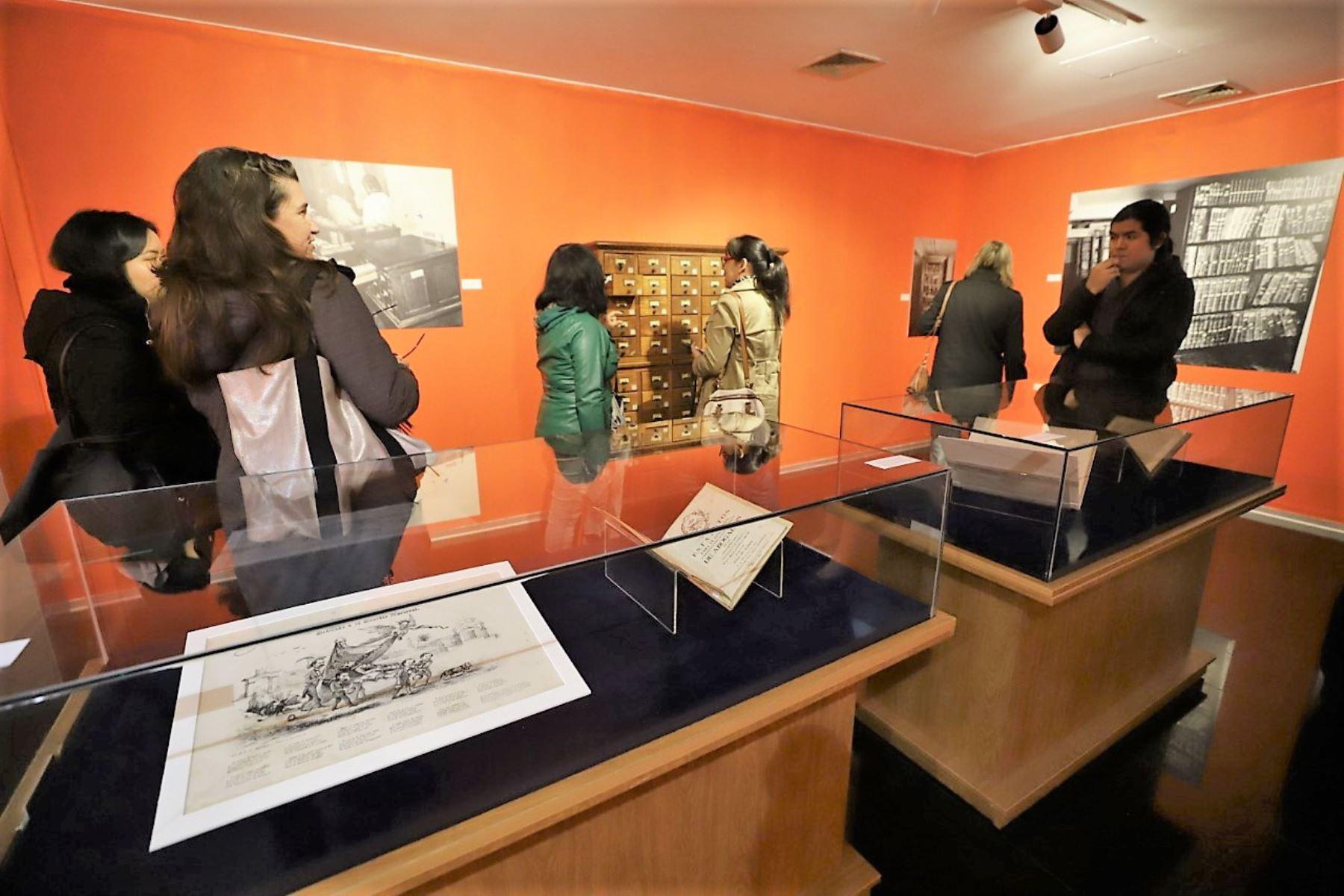 Muestra fotográfica y documental conmemora los 198 años de la Biblioteca Nacional del Perú.