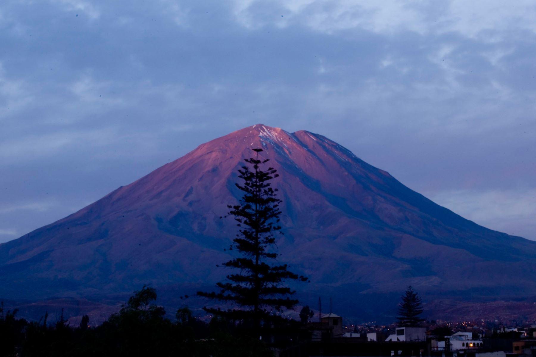 Esta mañana se registró un derrumbe en el flanco sur del volcán Misti, región Arequipa, informó el Ingemmet. Foto: ANDINA/Difusión
