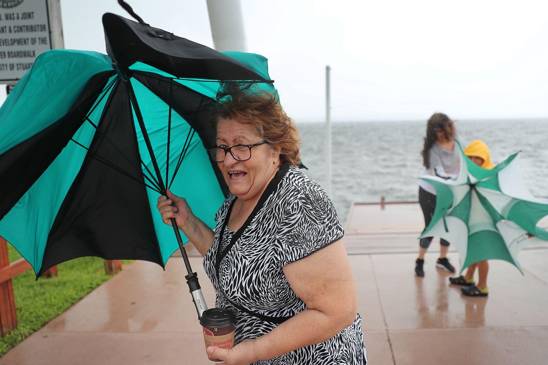 Residentes del estado de Florida se preparan para la llegada de Dorian. Foto: AFP