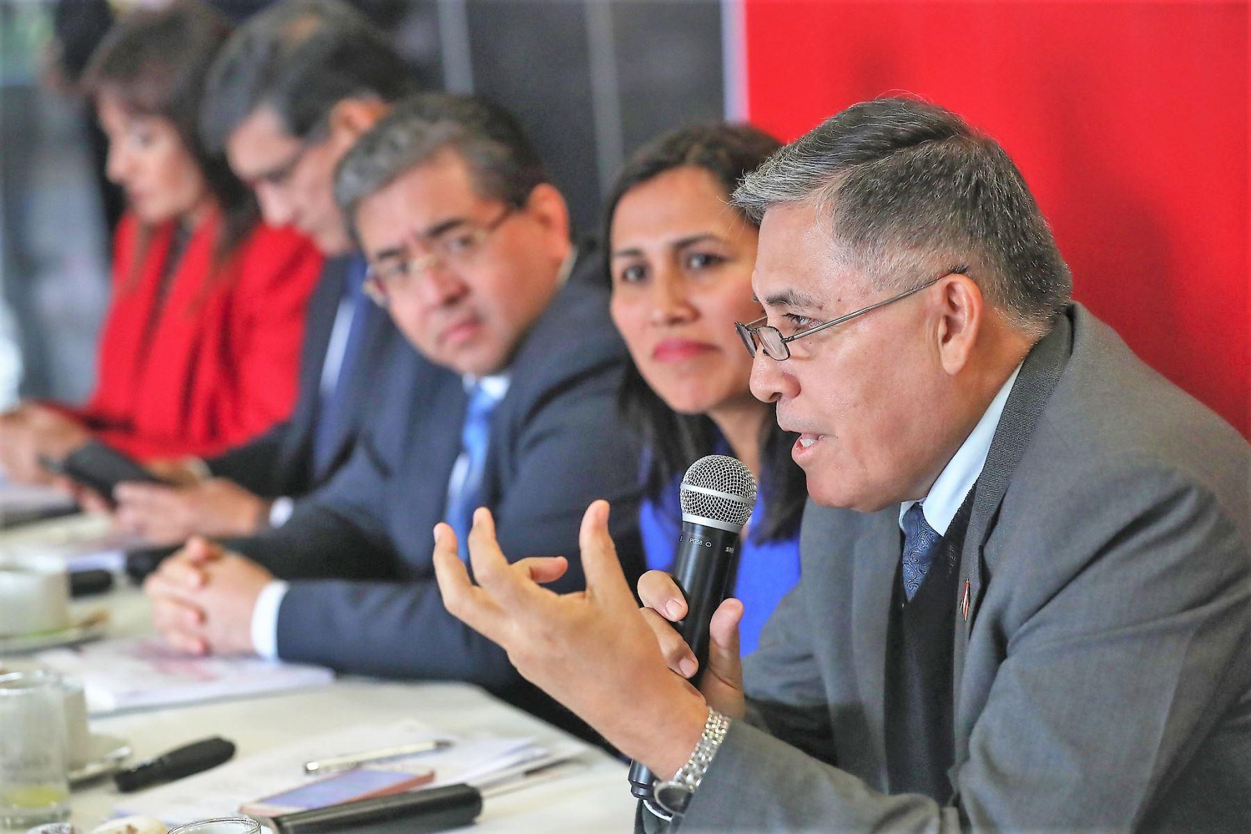 El ministro de Defensa, Jorge Moscoso, garantizó la participación de las Fuerzas Armadas en la campaña por el buen inicio del año escolar 2020.