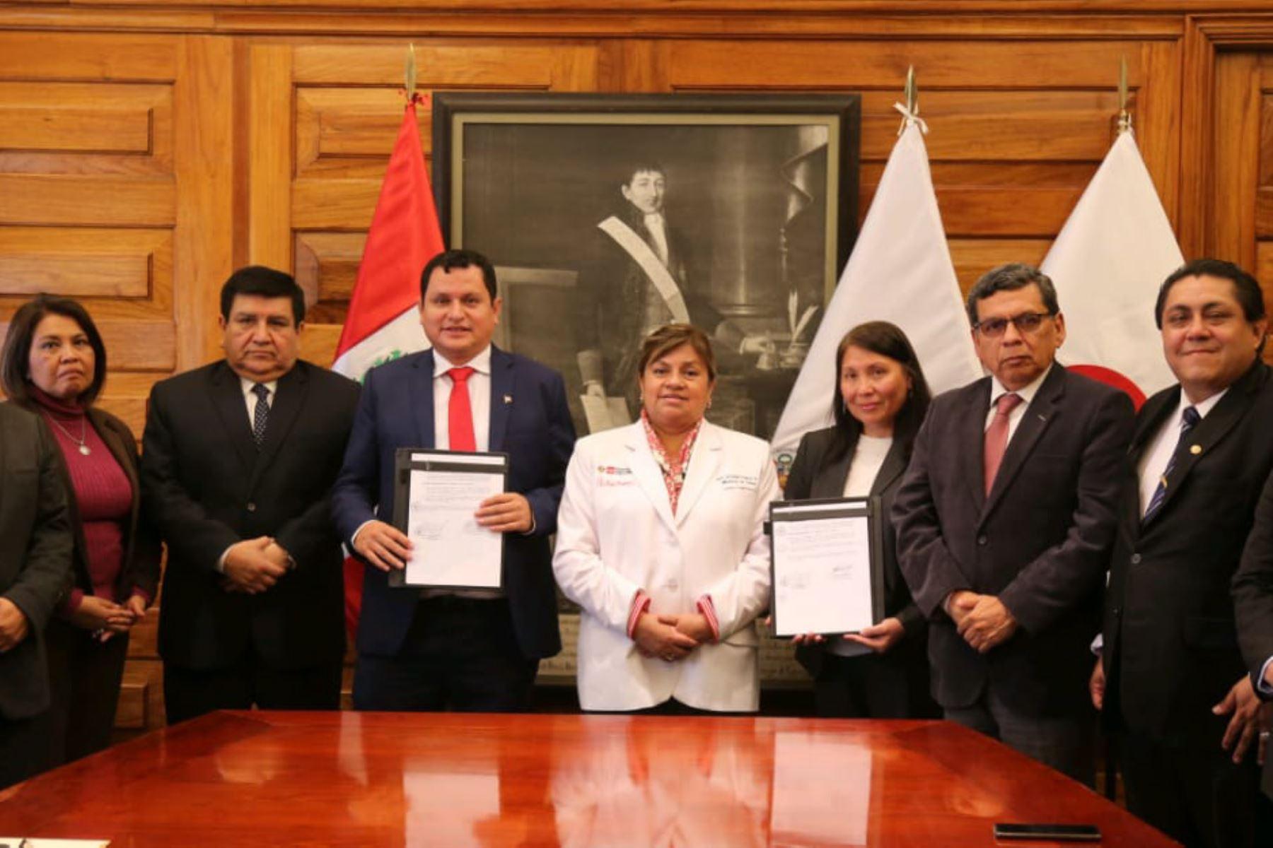 El Minsa y región Piura firman convenio para construir hospital de alta complejidad.