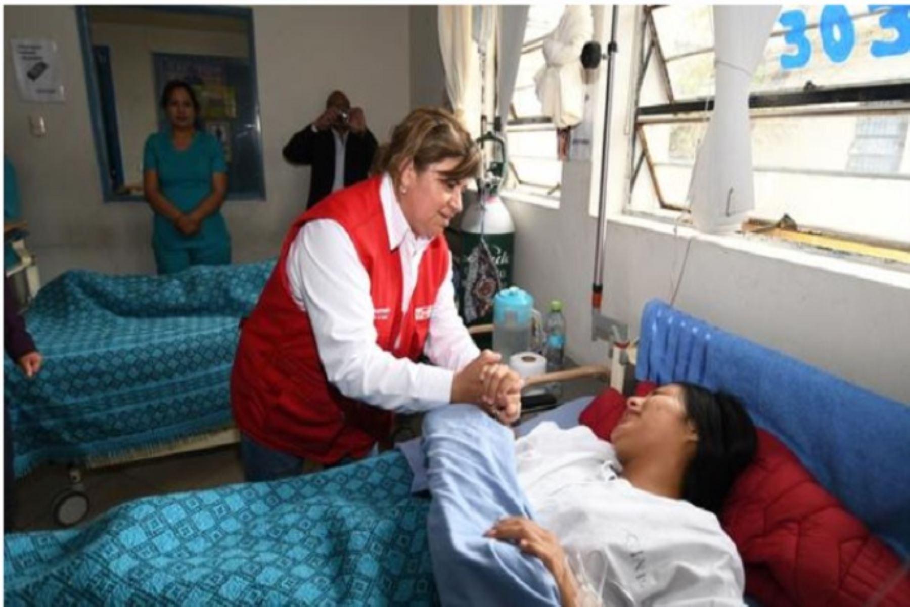 La ministra de Salud, Zulema Tomás, visitó las instalaciones del nuevo hospital regional de Ayacucho y pudo constatar que cuenta con los equipos de alta tecnología y modernos ambientes para la atención de la población.