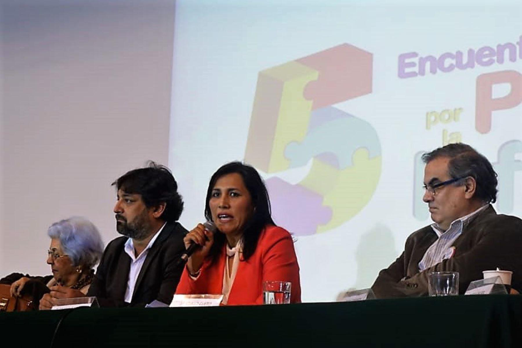 Ministra de Educación, Flor Pablo, participó en encuentro sobre primera infancia.