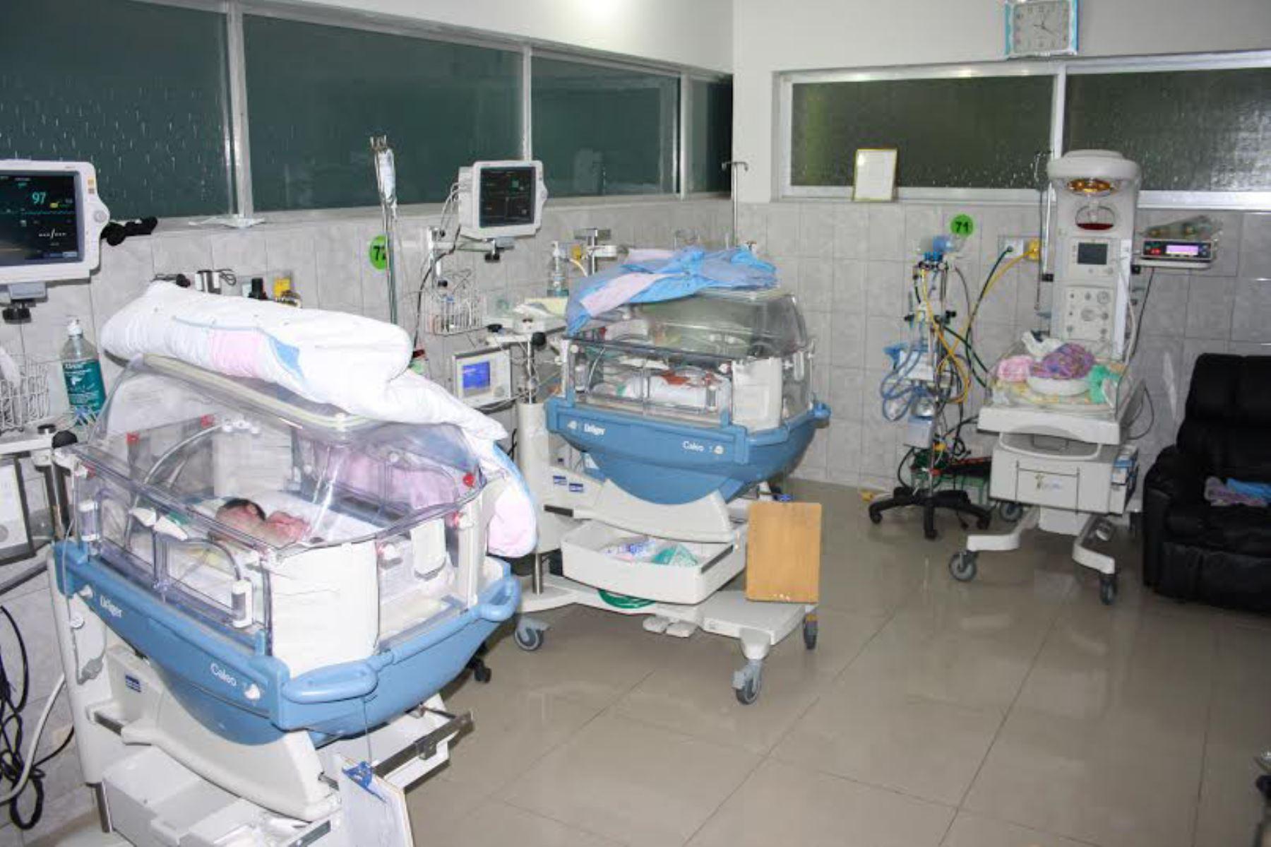 Los hospitales La Caleta de Chimbote, Eleazar Guzmán Barrón de Nuevo Chimbote y Víctor Ramos Guardia de Huaraz cuentan con 14 incubadoras. Foto: ANDINA/Gonzalo Horna
