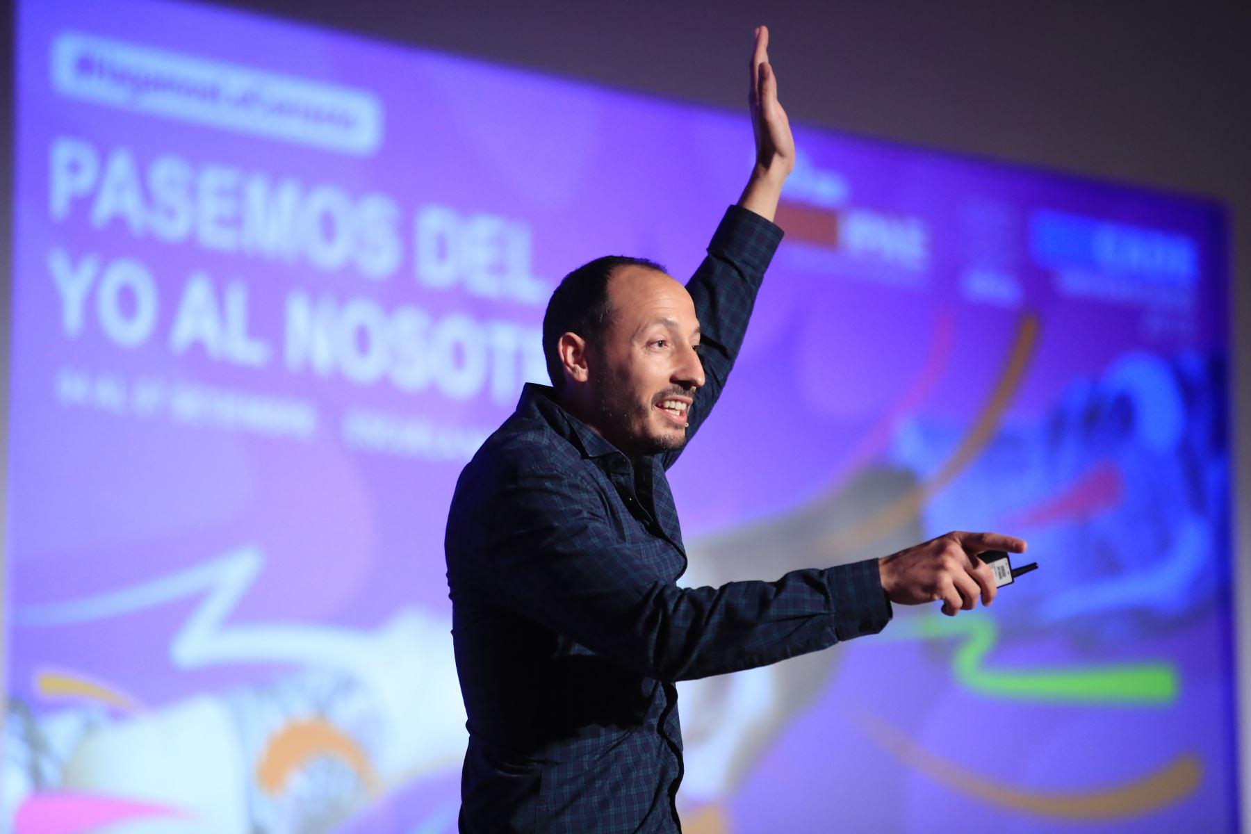 David del Rosario, Investigador Biomédico, durante su exposición en el Cade Universitario 2019.  Foto: ANDINA/Juan Carlos Guzmán Negrini