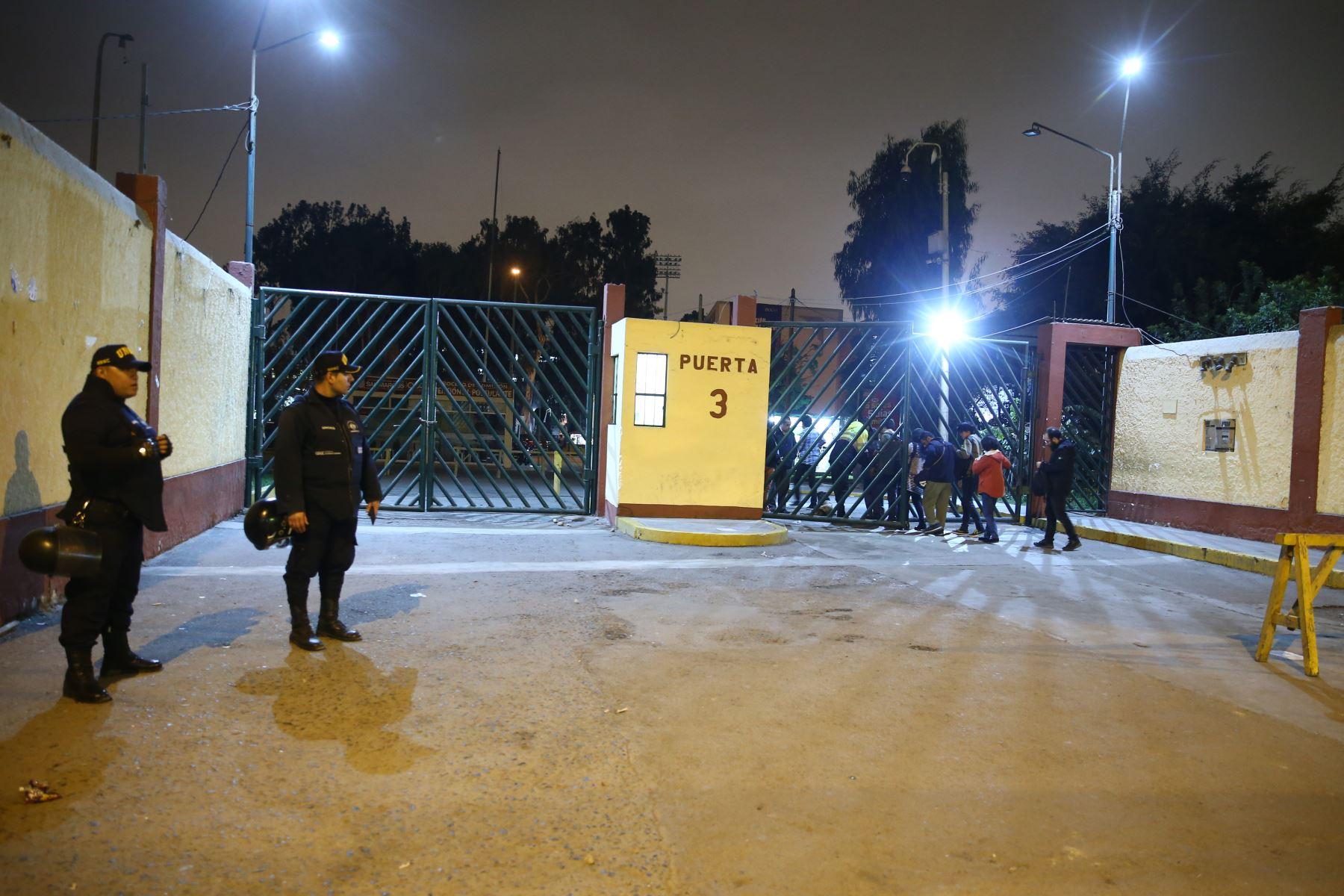 Puerta Nº3 de la ciudad universitaria de San Marcos, donde se produjeron los incidentes de esta noche (Archivo). ANDINA/Vidal Tarqui