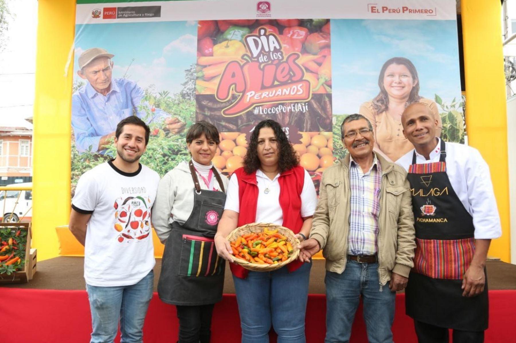 Ministra de Agricultura y Riego, Fabiola Muñoz (al centro). Foto: Cortesía.