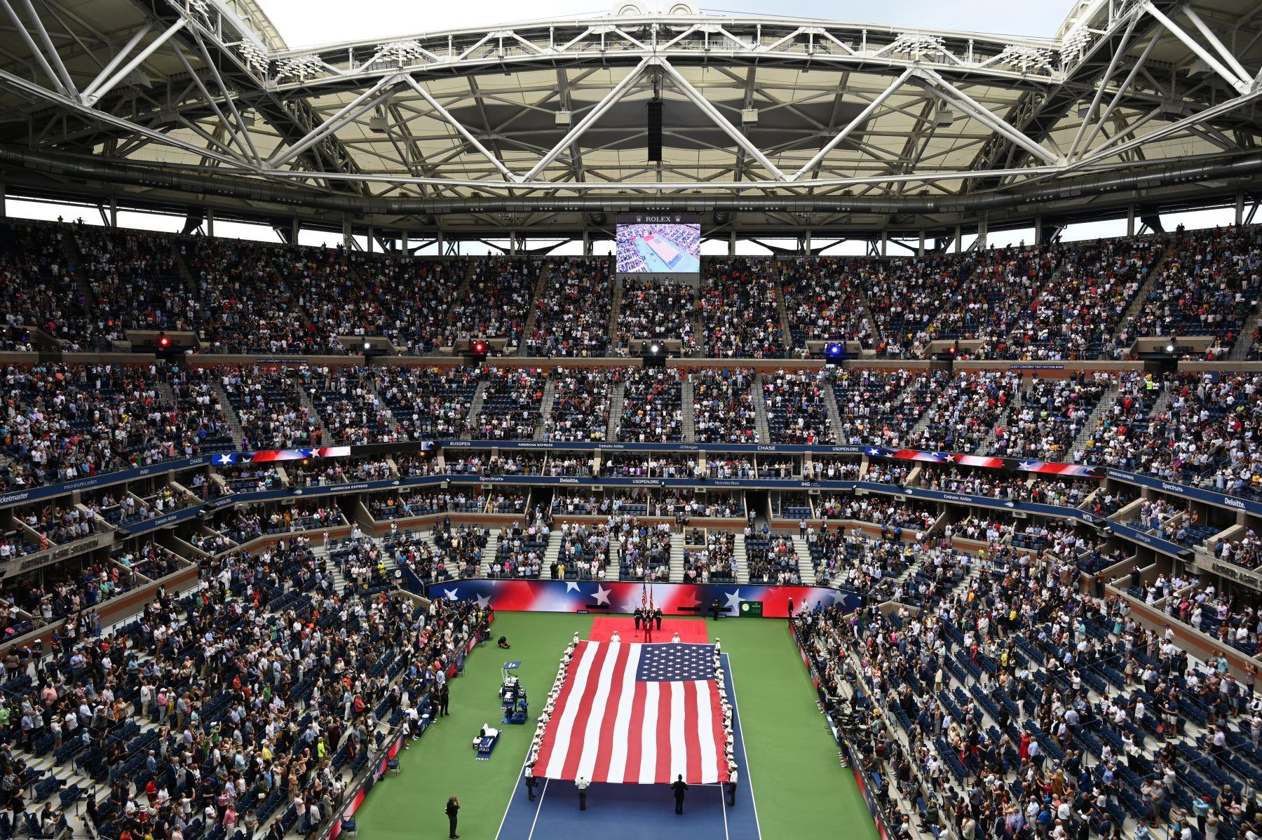 La bandera nacional de EE. UU. Se ve antes de la ceremonia de apertura antes de que Daniil Medvedev de Rusia jugara contra Rafael Nadal de España durante su partido de la final individual masculina en el US Open 2019. Foto: AFE