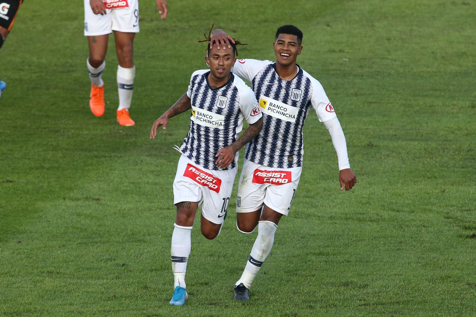 Joazhiño Arroé Salcedo, Wilder Cartagena de Alianza Lima venció 2-0 a Ayacucho FC por la sexta jornada del Torneo Clausura de la Liga 1. Foto: ANDINA/Vidal Tarqui