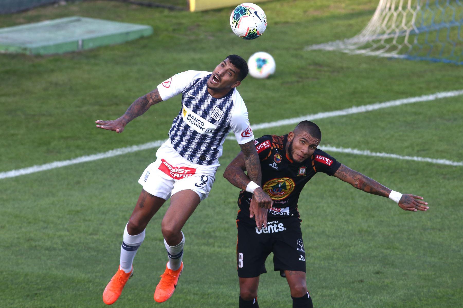Adrián Balboa de Alianza Lima, Tarek Carranza de Ayacucho FC por la sexta jornada del Torneo Clausura de la Liga 1. Foto: ANDINA/Vidal Tarqui