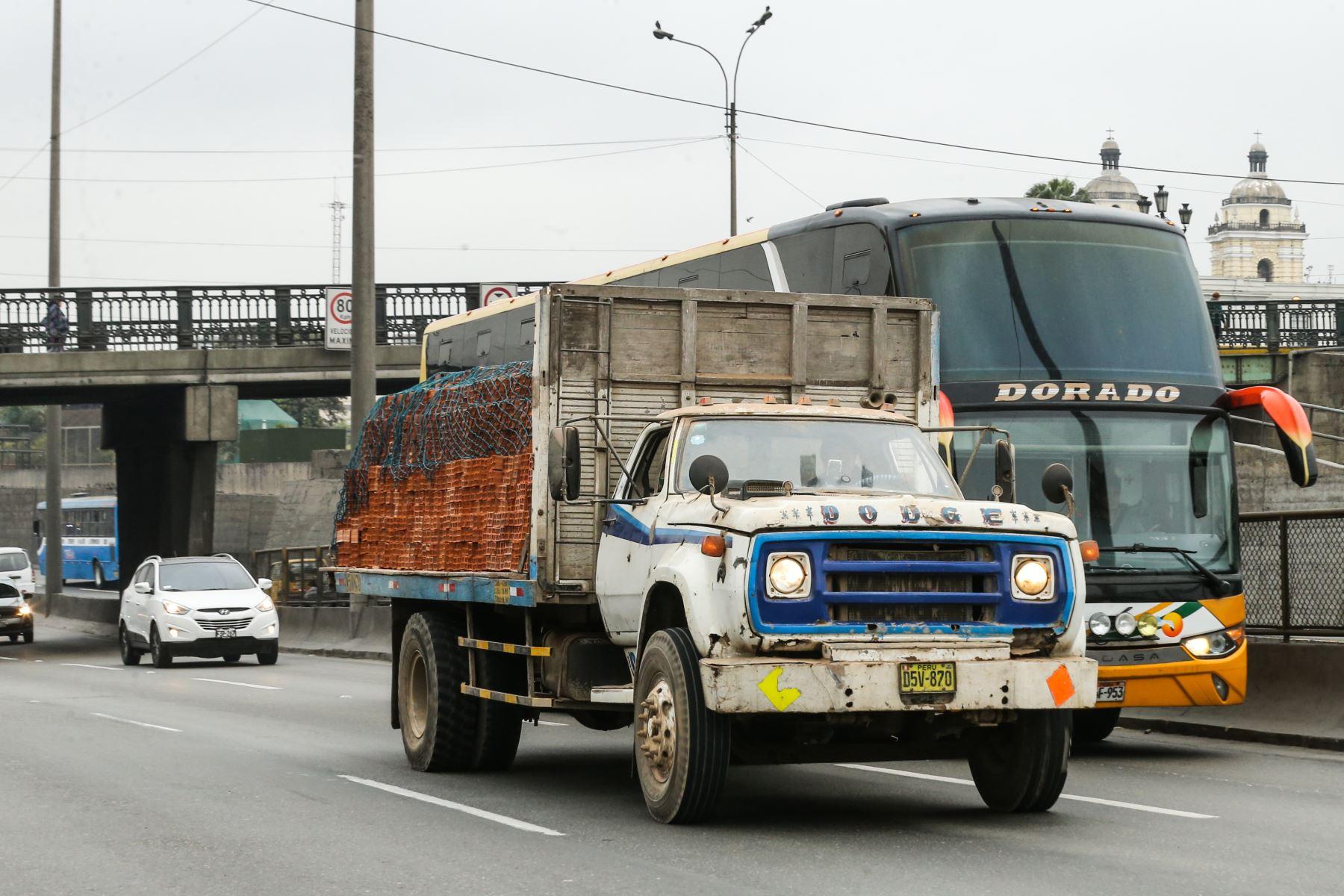 La Municipalidad de Lima anunció hoy que este martes 10 de setiembre se inicia el Plan de restricción vehicular Pico y placa para el transporte de carga y mercancías. Foto: ANDINA/ Norman Cordova