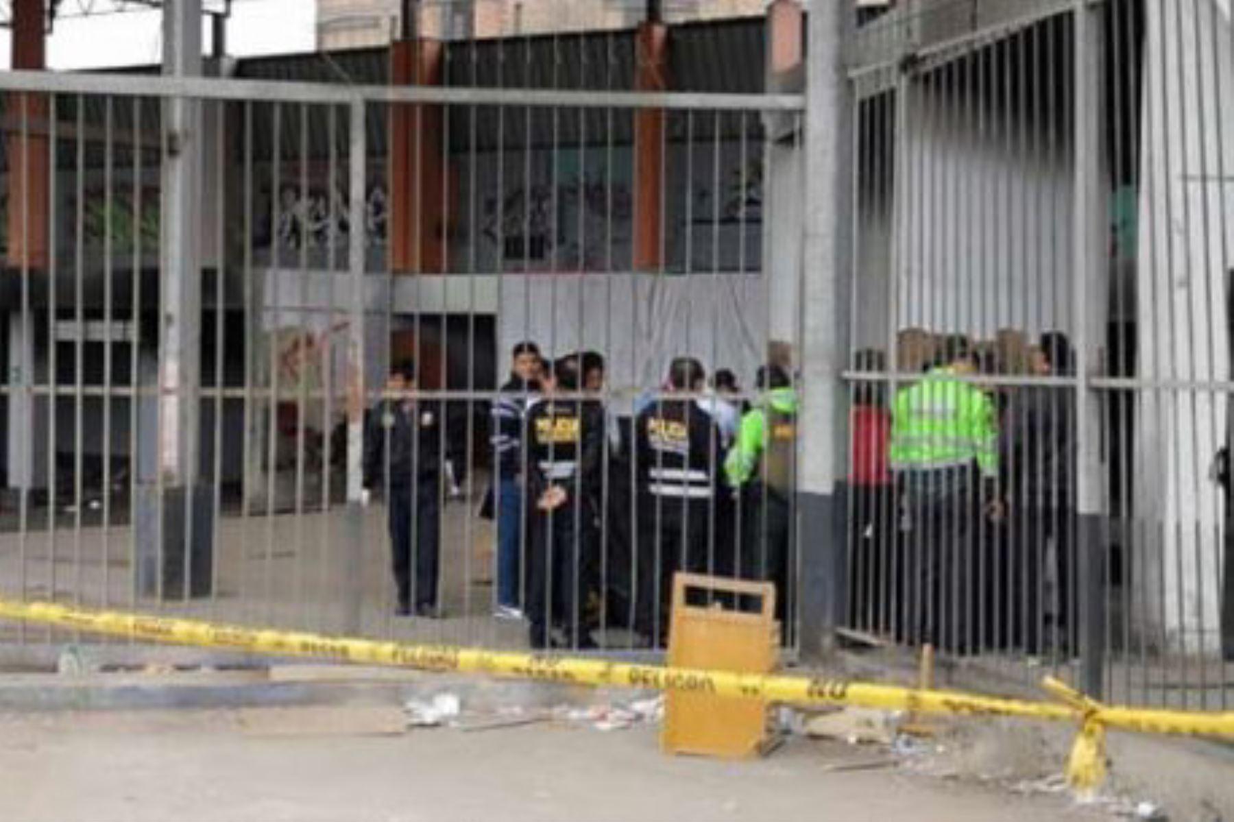Abandonan el cuerpo descuartizado de dos varones en el ex terminal de Fiori., Foto: RPP