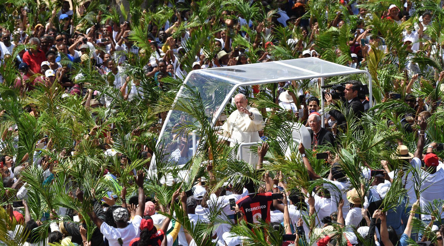 El Papa Francisco realiza una gira de tres naciones por los países africanos del Océano Índico, muy afectados por la pobreza, los conflictos y los desastres naturales. Foto: AFP