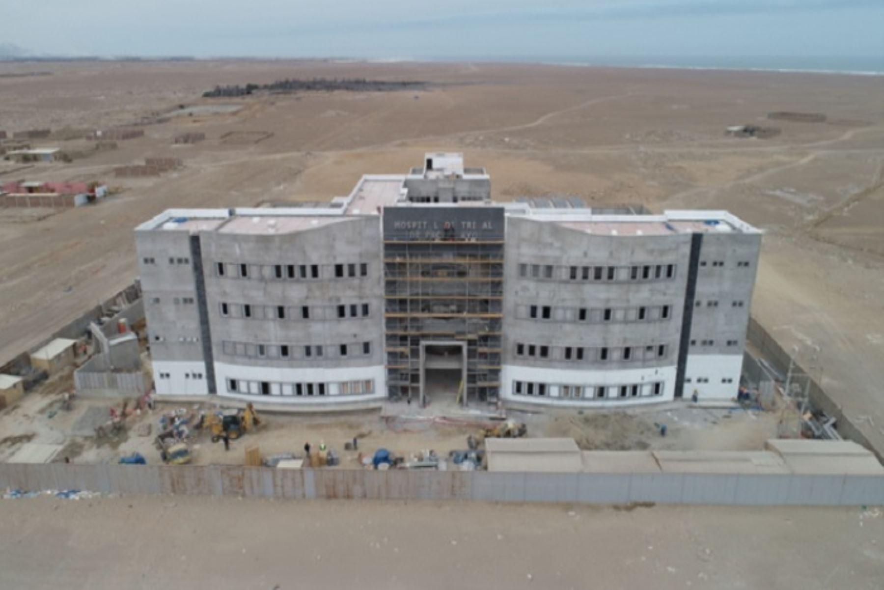 En un 65 % avanzan las obras de construcción del nuevo Hospital de Pacasmayo, en la región La Libertad. Este nosocomio de categoría II-E- no quirúrgico beneficiará a más de 47,000 habitantes, anunció Ludgarda Quillama, coordinadora general del Programa Nacional de Inversiones en Salud (Pronis) del Ministerio de Salud (Minsa).