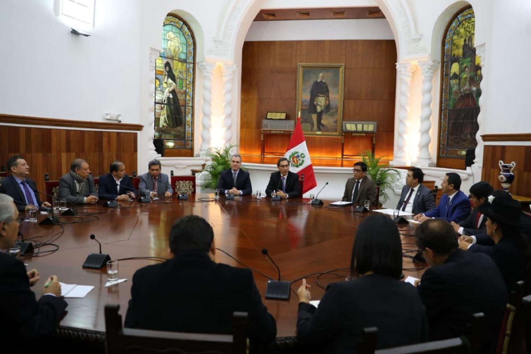 Presidente Vizcarra se reúne con cinco bancadas