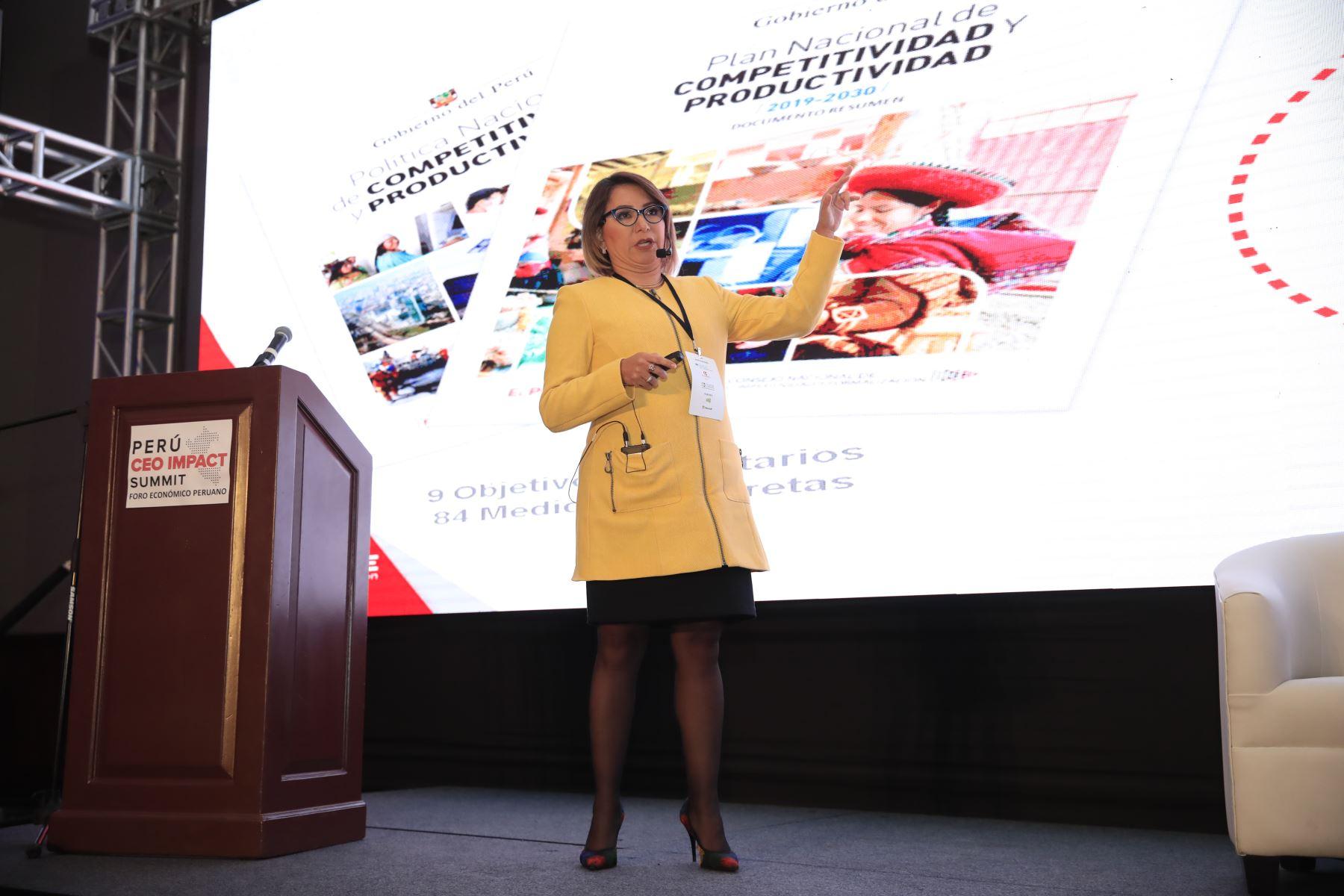 Rocío Barrios, Ministra de la Producción,  durante su exposición en el foro: Perú CEO Impact Summit        Agencia Andina/Juan Carlos Guzman Negrini