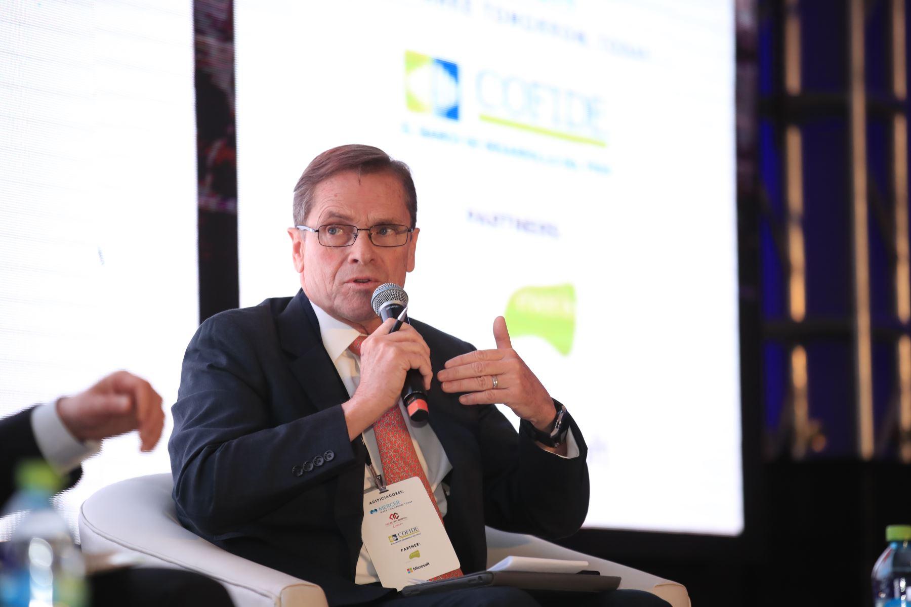 Carlos Neuhaus, presidente de COPAL,  durante su exposición en el foro: Perú CEO Impact Summit        Agencia Andina/Juan Carlos Guzman Negrini