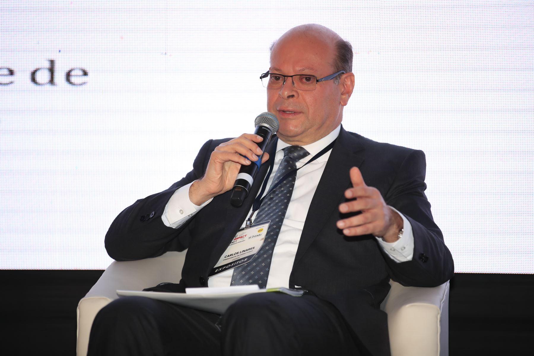 Carlos Linares, presidente de COFIDE,  durante su exposición en el foro: Perú CEO Impact Summit        Agencia Andina/Juan Carlos Guzman Negrini