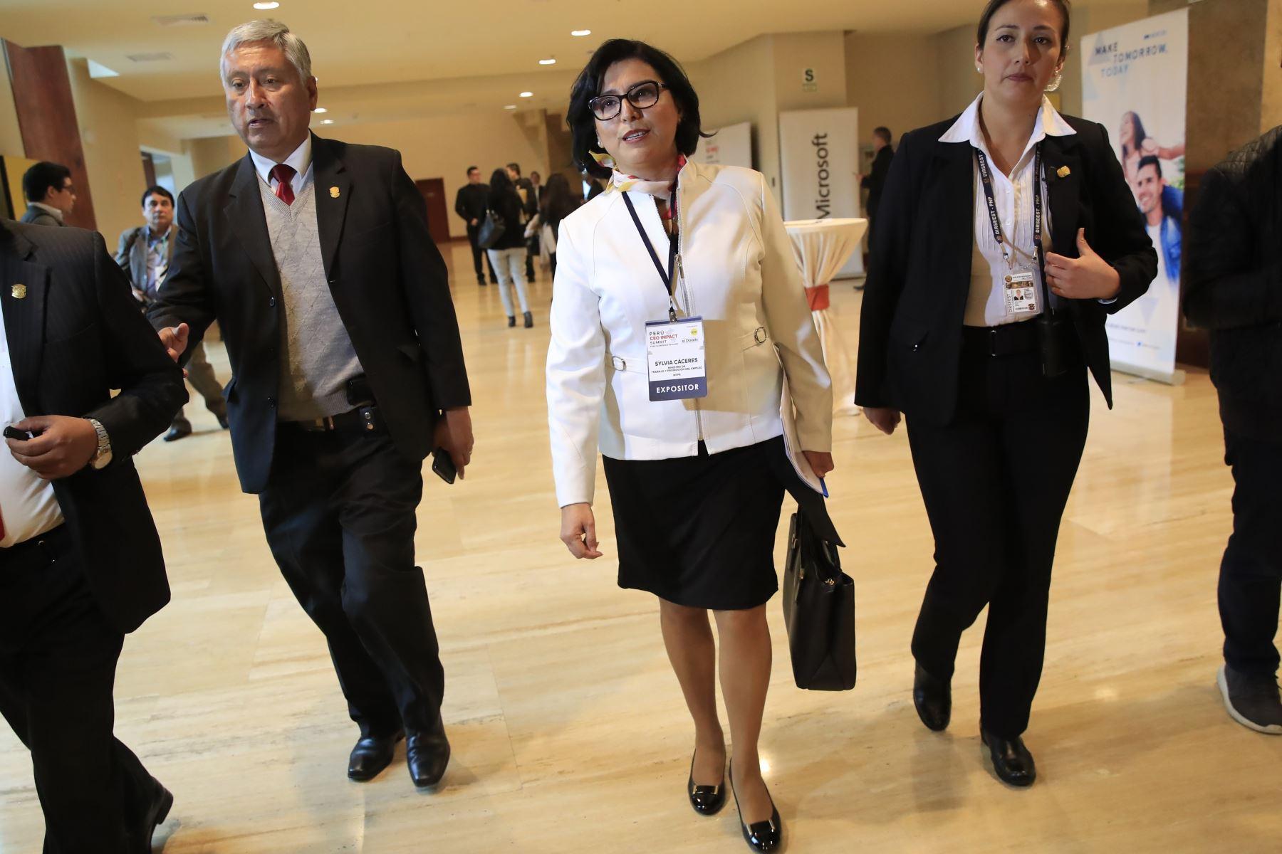 Sylvia Cáceres, Ministra de Trabajo, al final de su exposición en el foro: Perú CEO Impact Summit        Foto: ANDINA/Juan Carlos Guzmán Negrini.