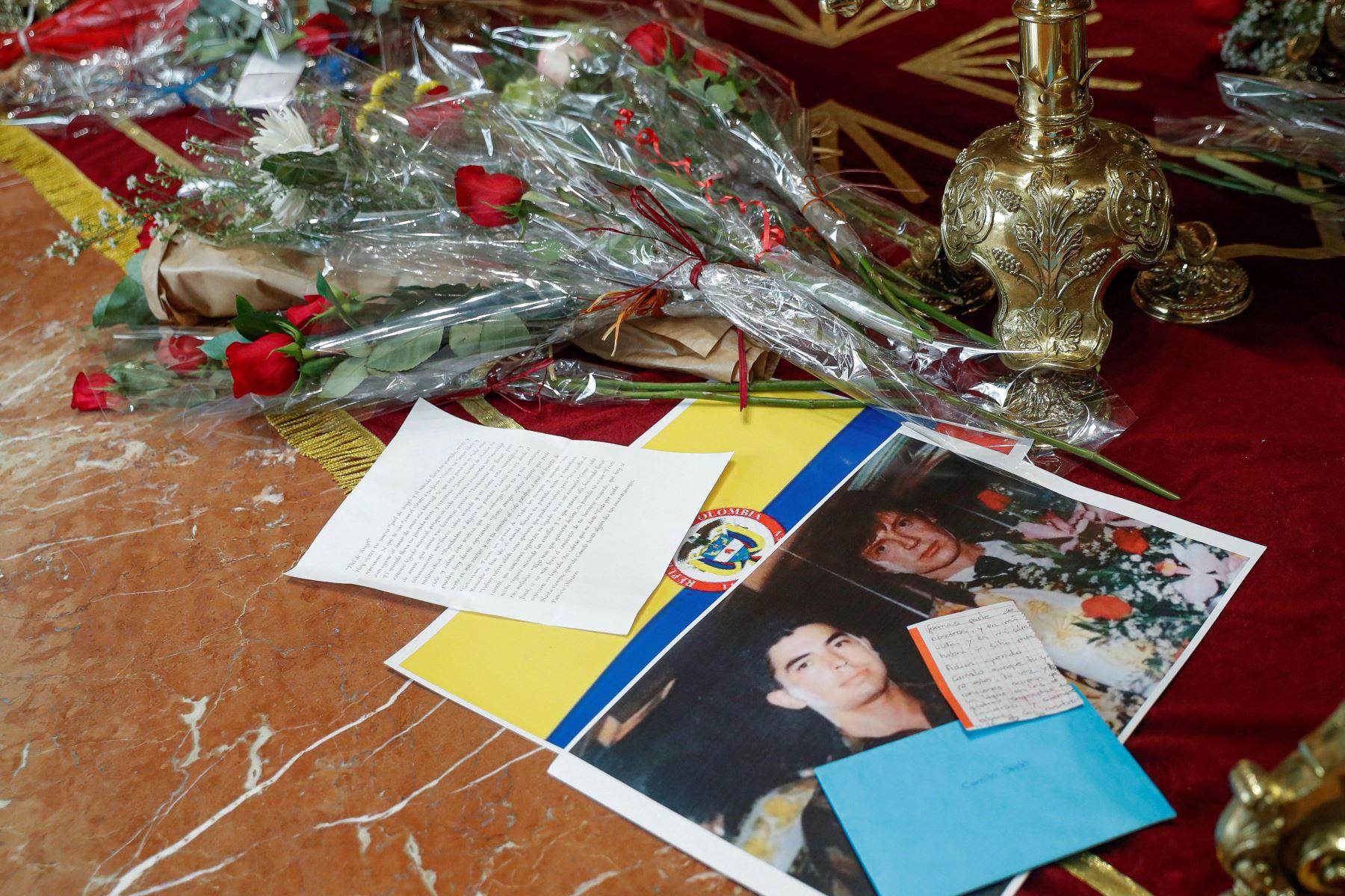 Capilla ardiente del cantante Camilo Sesto, que falleció en la madrugada del pasado domingo en Madrid a los 72 años. Foto: EFE