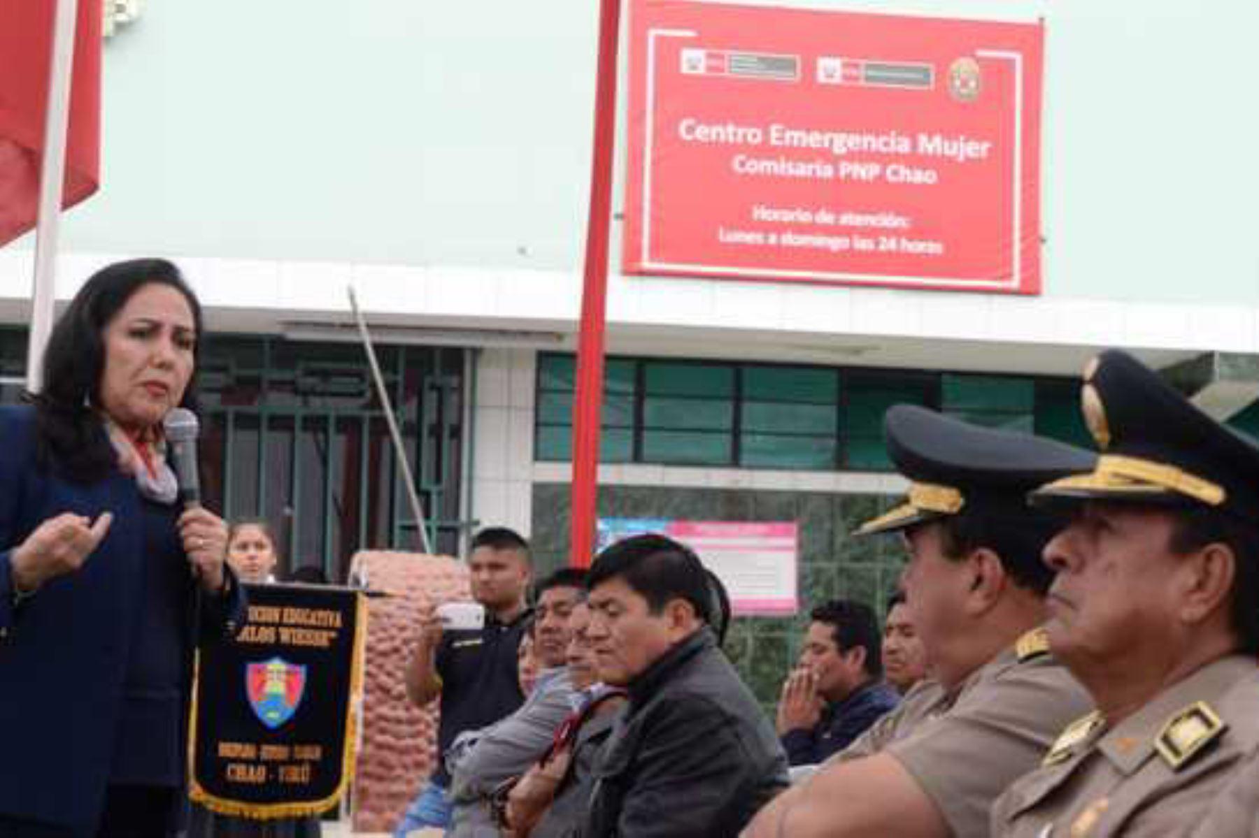 La titular del Mimp, Gloria Montenegro, inauguró el Centro Emergencia Mujer (CEM) en la comisaría rural Chao, en la región La Libertad.