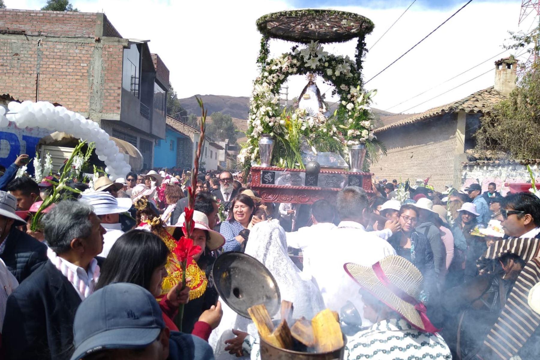 Miles de devotos peruanos y extranjeros de la Virgen de Cocharcas, participan en su festividad, declarada Patrimonio Cultural de la Nación en el 2014; en la región Junín. Foto:ANDINA/Pedro Tinoco