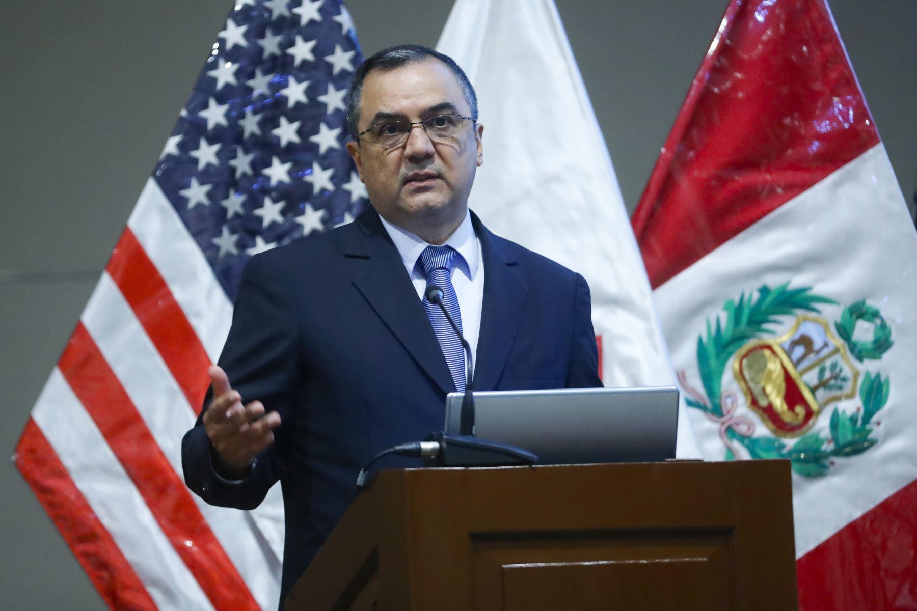 Ministro de Economía y Finanzas, Carlos Oliva en Foro Económico 2019: