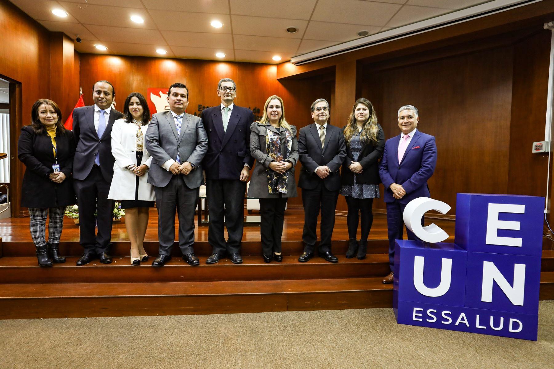 Presidenta de EsSalud lanzó hoy el I Curso de Extensión Universitaria dirigido a jóvenes con alto rendimiento académico. Foto: EsSalud