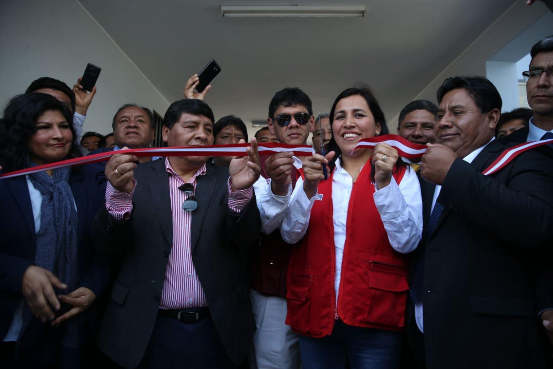 La ministra de Educación, Flor Pablo, inauguró las obras de mejoramiento de la infraestructura de la IE 22333 Juan José Salas Bernales, en la región Ica.