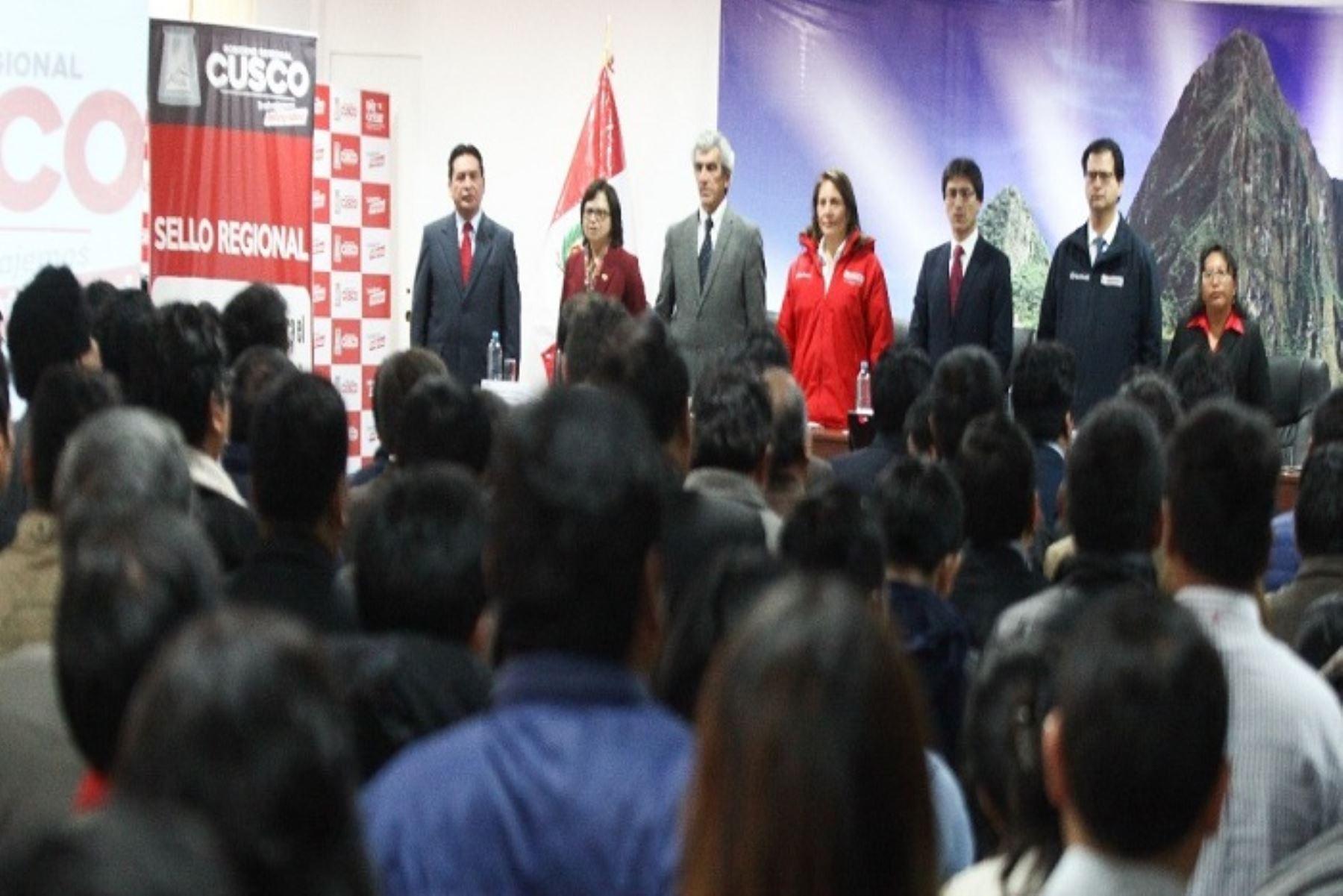 En el Cusco, las autoridades de los tres niveles de gobierno y representantes de la sociedad civil se comprometieron a priorizar la estrategia Primero la Infancia.