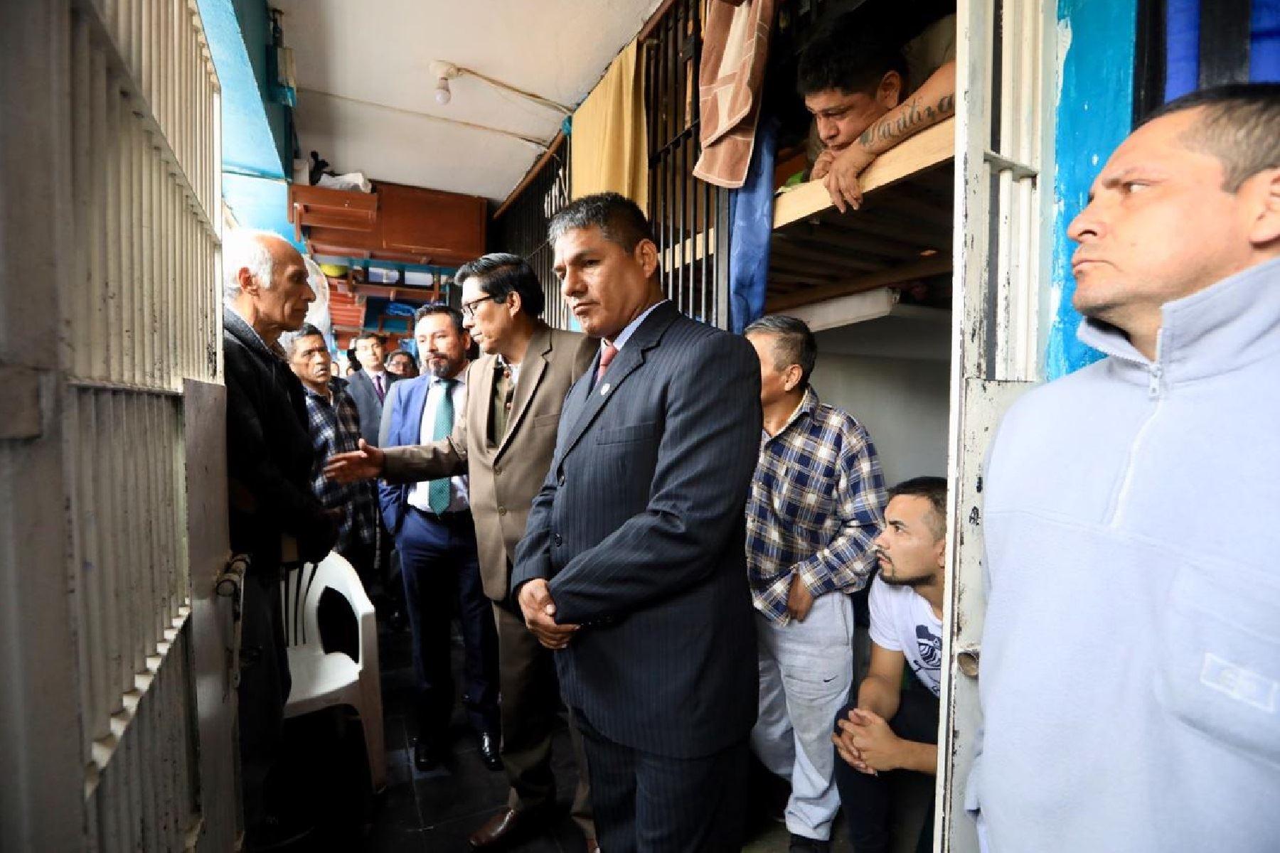 Ministro de Justicia Vicente Zeballos supervisa cumplimiento de medidas adoptadas en penal Miguel Castro Castro.