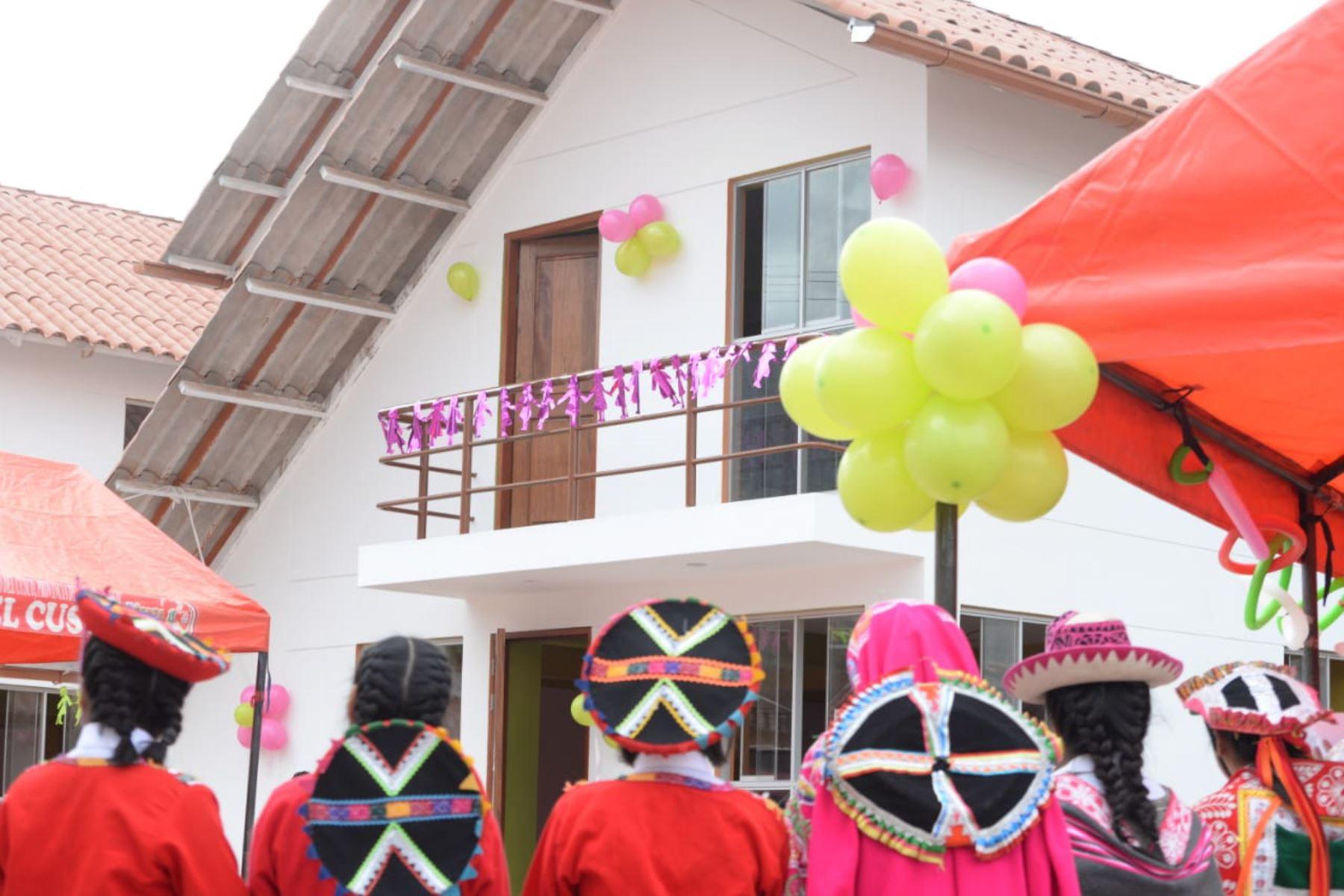 La titular del Mimp, Gloria Montenegro, inauguró cuatro módulos de vivienda del Hogar San Judas Chico del Cusco.