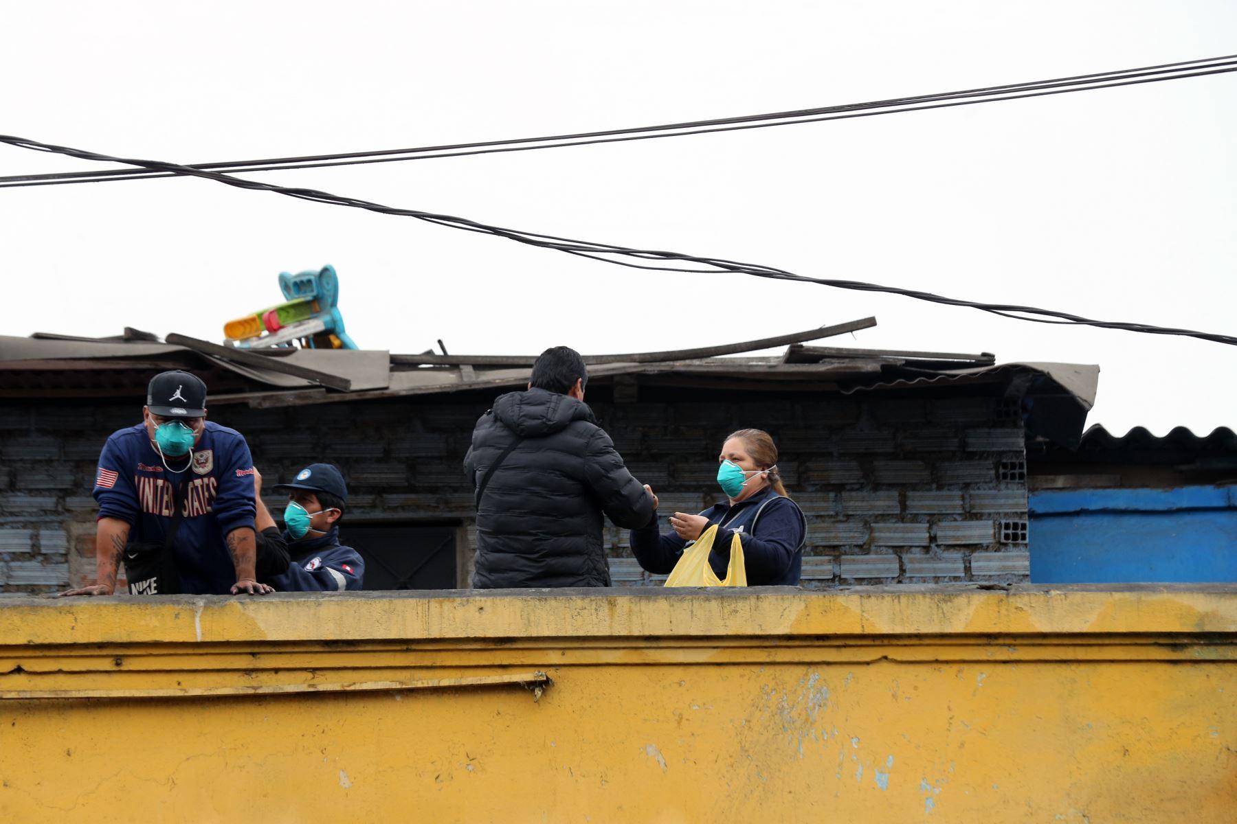 Incendio registrado esta madrugada destruyó  puestos del mercado minorista de La Victoria Foto: ANDINA/Norman Córdova