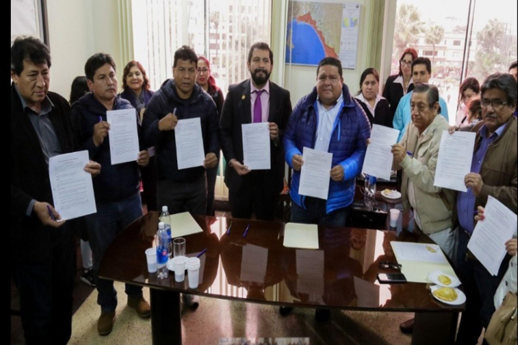 Alcaldes de los nueve distritos de la provincia del Santa, en la región Áncash, suscribieron un documento en el que se comprometieron a impulsar políticas que permitan reducir los índices de anemia que padecen generalmente los menores.