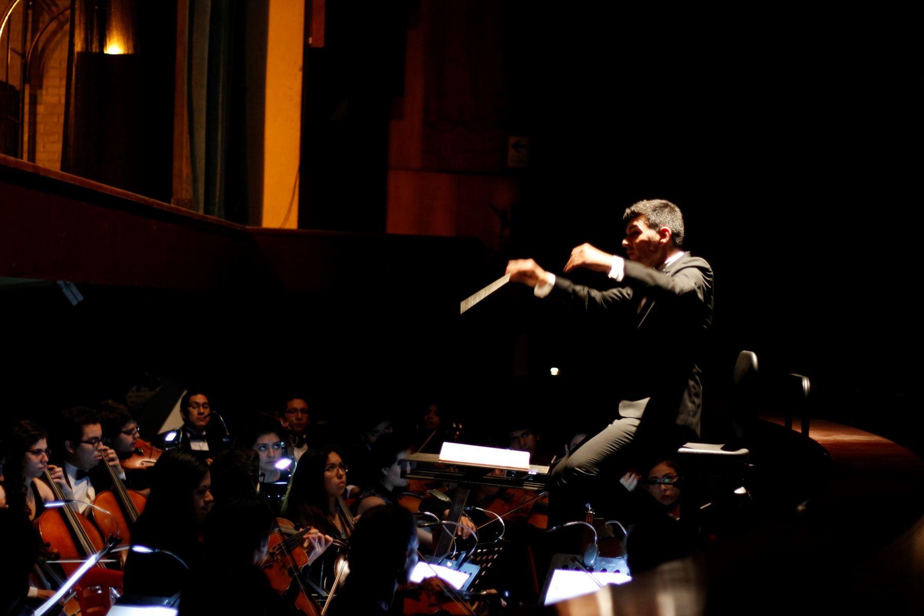 """Orquesta Sinfónica de la Universidad Nacional de Música participará en las funciones de """"La flauta mágica""""."""