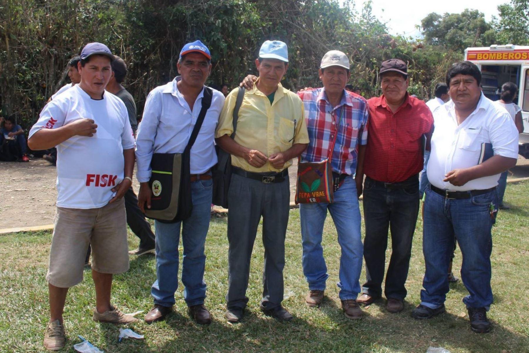 El dirigente cocalero del Vraem, Julián Quispe (camisa a cuadros azul y rojo), denunció haber recibido amenazas de muerte por oponerse a paro.