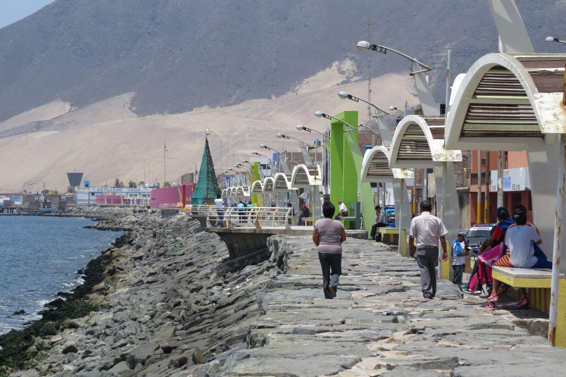 En lugares estratégicos y vulnerables ante un eventual tsunami se instalarán torres de monitoreo y sistema de alerta temprana. Foto: ANDINA/Gonzalo Horna