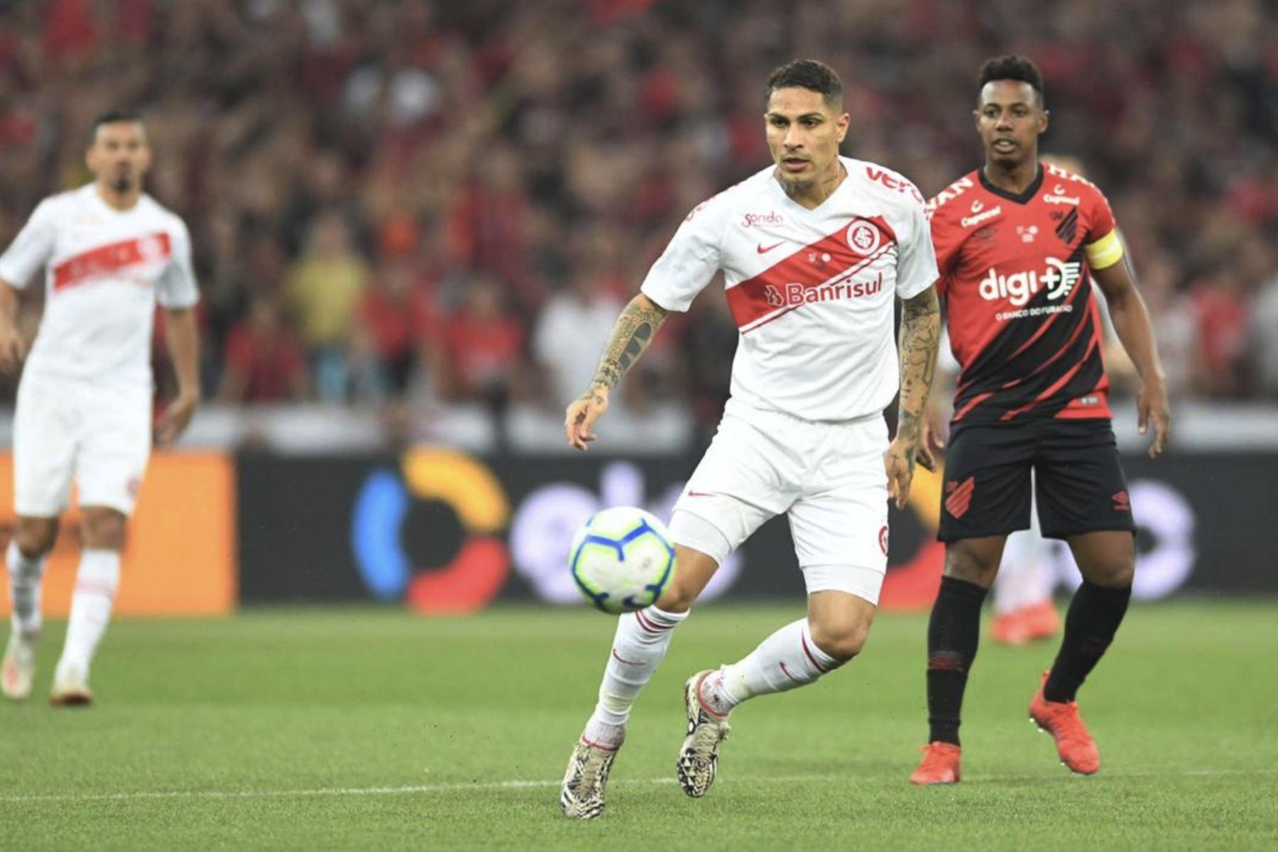 Internacional cae 1 a 0 ante el  Paranaense, por la final de Copa Brasil, teniendo en el ataque a  Paolo Guerrero. Foto:Twitter Internacional