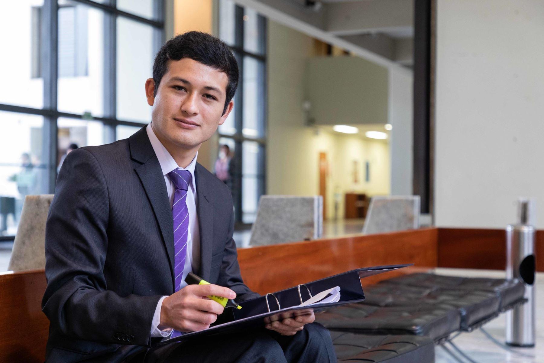 José Tapia, el joven talento de beca 18, nacido en Cajamarca, que anhela potenciar los programas sociales. ANDINA/Difusión