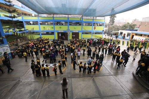 Simulacro contra incendios en el colegio Héroes del Cenepa