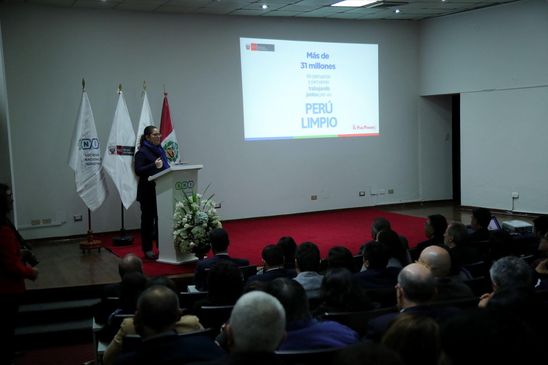 Titular del Ministerio del Ambiente, Lucía Ruíz