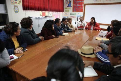 Ministra de Educación se reúne en Islay con actores educativos a fin de solucionar retorno a clase de estudiantes