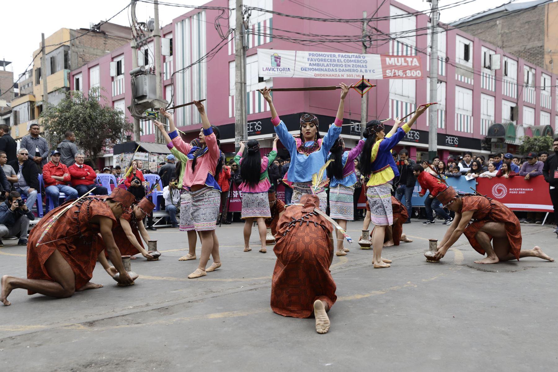 """Ministro de Cultura, Luis Jaime Castillo y el Proyecto Especial Bicentenario lanzan el evento """" Giras Bicentenario """" de los Elencos Nacionales, con el fin de  formar nuevos públicos y despertar el interés en el arte y la cultura. Foto: MINCUL"""